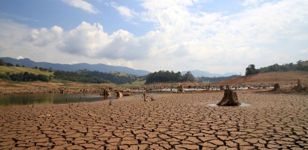 Cantareira Reservoir bone dry